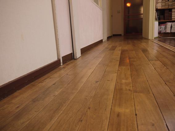 60年以上経過した無垢の床