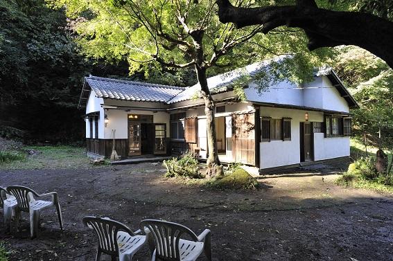 瓦屋根の古民家
