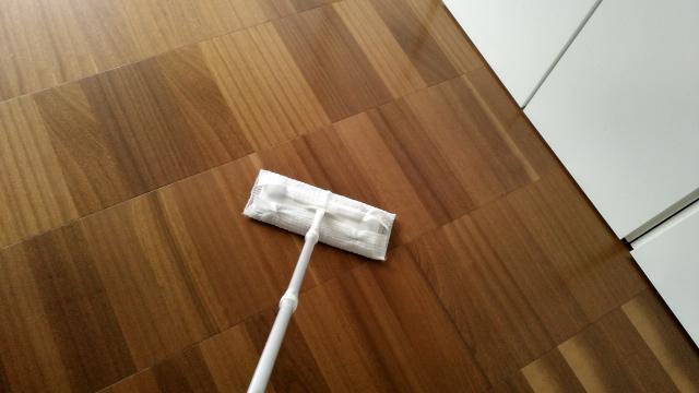 無垢フローリングの掃除は手軽に