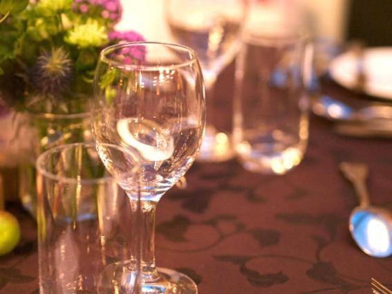 手作りのワイングラスは一つ一つ形や大きさが微妙に違う