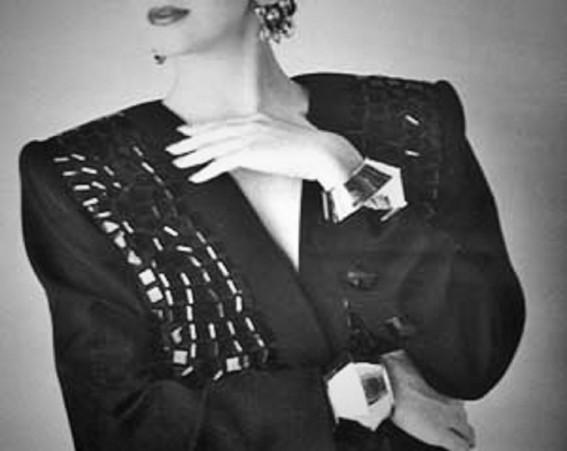 バブル時代、女性は誰もが肩パットをたくさん入れていた
