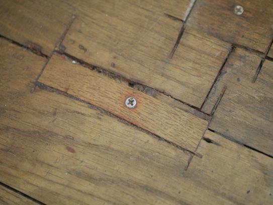 無垢床の補修跡