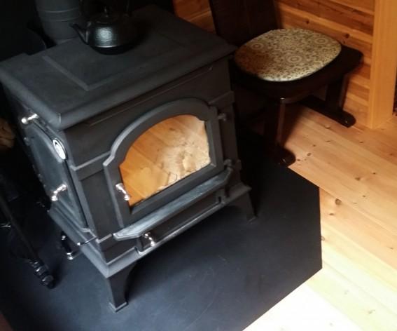 温かい薪ストーブ、素敵ですね