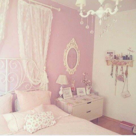 ピンクの壁のインテリア